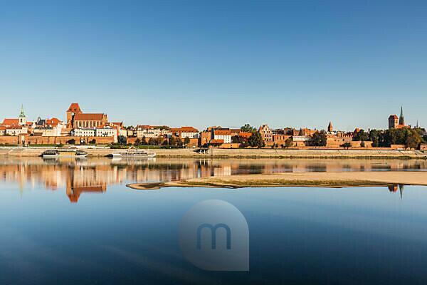 Europa, Polen, Woiwodschaft Kujawien-Pommern, Torun / Dorn - Altstadt von der Weichsel aus gesehen