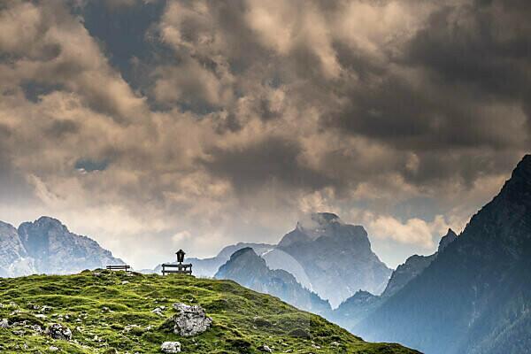 Germany, Berchtesgadener Land, alpine summer in Bavaria, Mordaualm, Almkreuz, mountain peaks, clouds