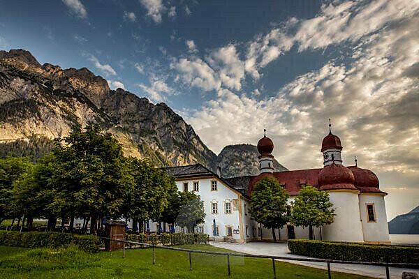 Deutschland, Bayern, Berchtesgadener Land, Berchtesgaden, Schönau am Königssee,  Kirche St. Bartholomä,
