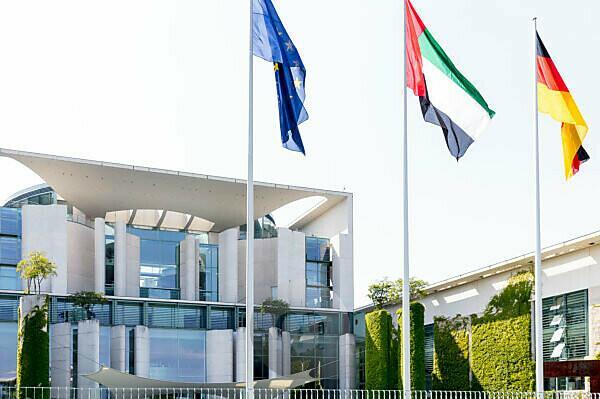 Bundeskanzleramt, Fassade, Banner, Fahnen, Regierungsviertel, Berlin, Deutschland
