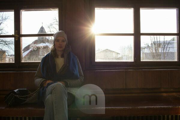 Woman photographed in front of windows against the sun