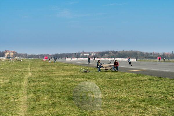 Berlin, Tempelhofer Feld, bench, physical distance during corona pandemic