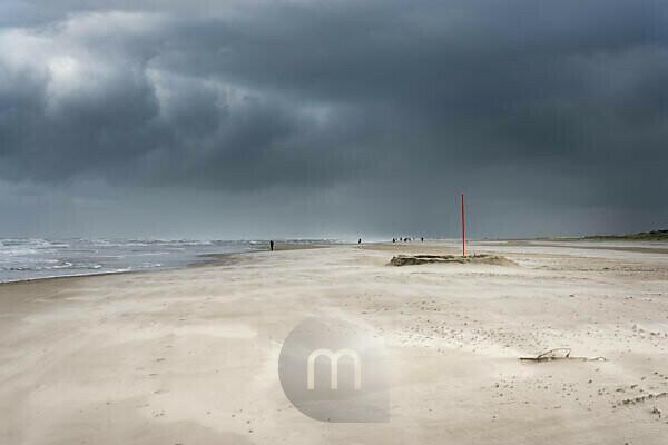 Deutschland, Niedersachsen, Ostfriesland, Juist, stürmische Nordsee.