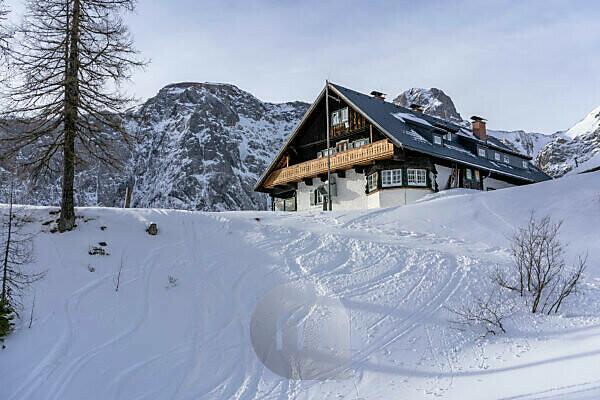 Europa, Österreich, Berchtesgadener Alpen, Salzburg, Werfen, Ostpreussenhütte vor dem Hochkönigmassiv