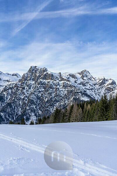 Europe, Austria, Berchtesgaden Alps, Salzburg, Werfen, Ostpreussenhütte, view of the Hagen Mountains