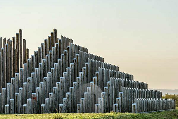 Dreieich, Hessen, Deutschland, Stangenpyramide im Regionalpark Rhein Main