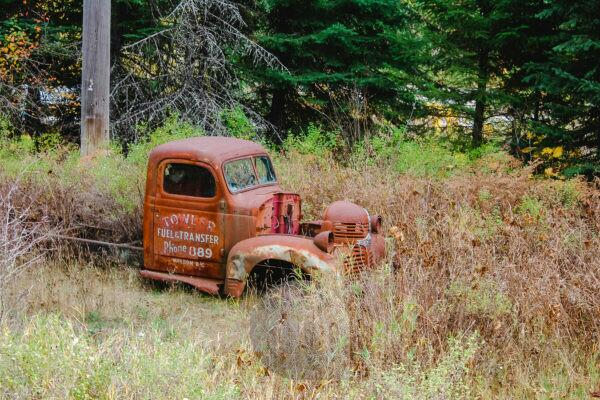 Old cars / vans in Canada by the roadside, wrecks tow trucks