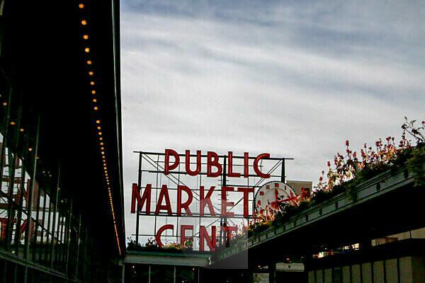 Seattle tourism landmark USA ferris wheel public market center