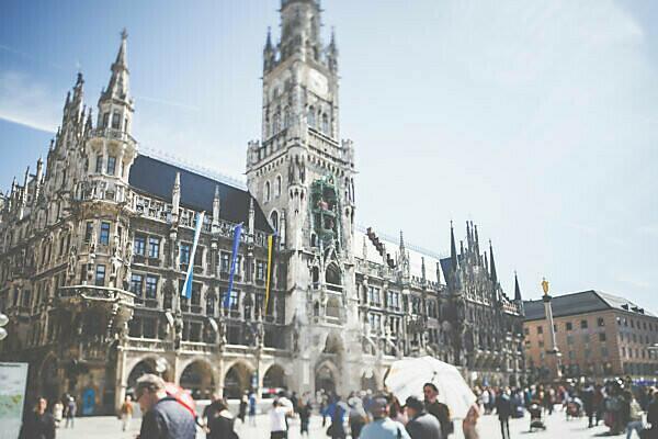 City view - the world famous Munich City Hall.