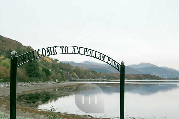 Straßenschild Am Pollan Park in Ullapool Schottland