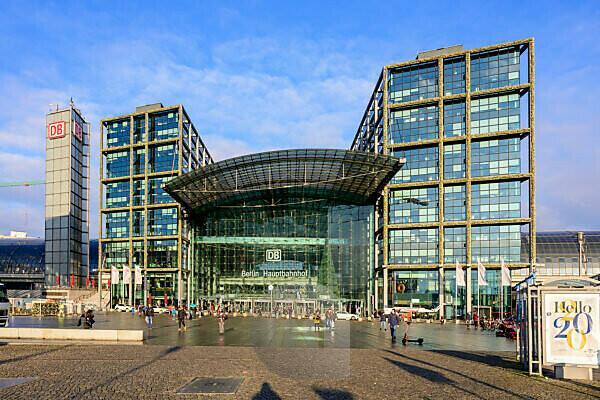 Germany, Berlin, Hauptbahnhof.