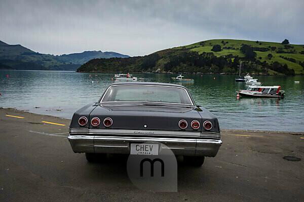 Chevrolet Oldtimer im Hafen von Akaroa