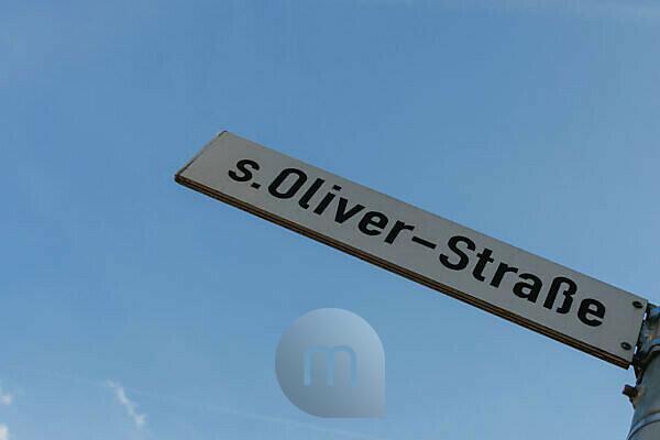Straßenschild s.Oliver-Straße in Rottendorf bei Würzburg