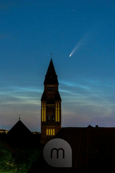 """Comet """"Neowise"""" (C / 2020 F3) over Berlin, church tower"""