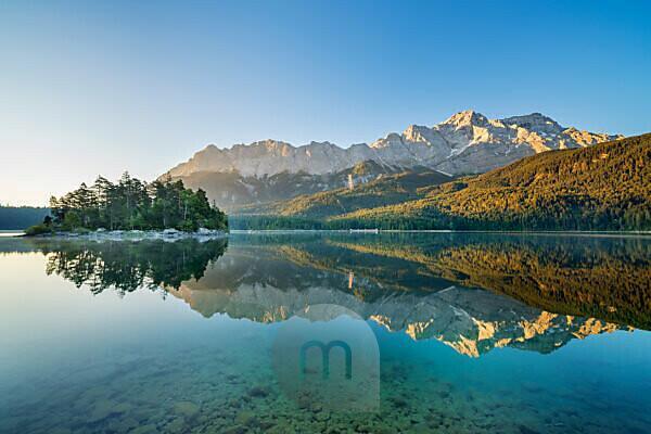 Eibsee vor Zugspitzmassiv mit Zugspitze, Grainau, Werdenfelser Land, Oberbayern, Bayern, Süddeutschland, Deutschland, Europa