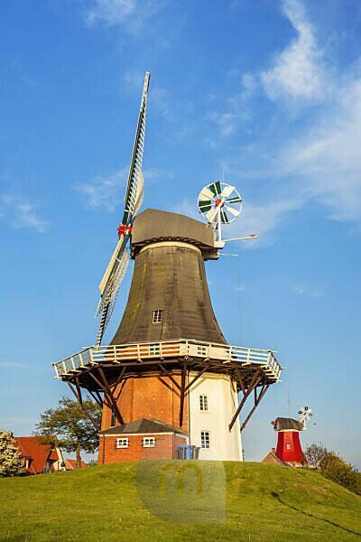 Zwillingswindmühlen von Greetsiel, Krummhörn, Niedersachsen, Deutschland