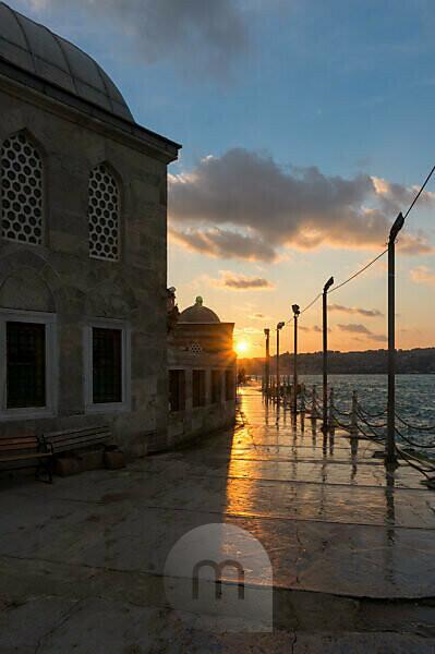 Turkey, Istanbul, Üsküdar, Semsi Pasa Mosque, evening mood