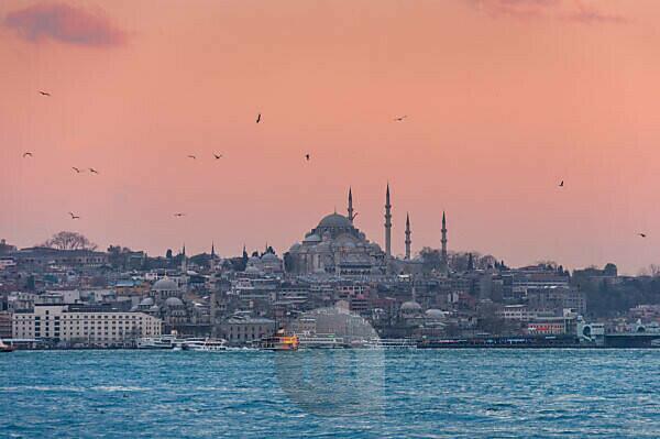 Türkei, Istanbul, Üsküdar, Blick von Asien nach Europa, blaue Moschee