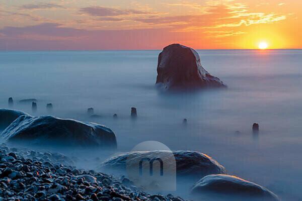 Germany, Mecklenburg-Western Pomerania, Sassnitz, sunrise by the sea, Jasmund National Park, Unesco World Natural Heritage, Baltic Sea