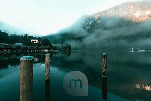 Königssee, Werft der Bayerischen Seen-Schifffahrt, Nebel, am Morgen, Berchtesgadener Land, Berchtesgaden, Bayern, Deutschland, Europa