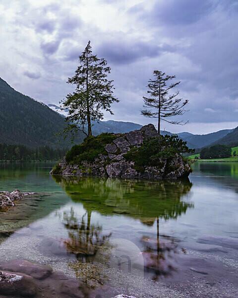 Hintersee, evening, reflections in the water, Ramsau, Berchtesgadener Land, Berchtesgaden, Bavaria, Germany, Europe