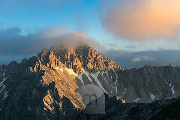 Blick auf die Reither Spitze (2374 m) im Karwendelgebirge in Österreich.