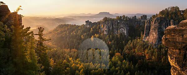 Deutschland, Sachsen, Sächsische Schweiz, Bastei, Pavillionaussicht
