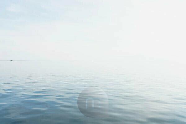 Sea, water, silence and calm: to the horizon. Beyond the horizon