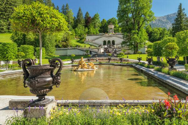 Water parterre and Venus Temple of Linderhof Palace, Upper Bavaria, Bavaria, Germany