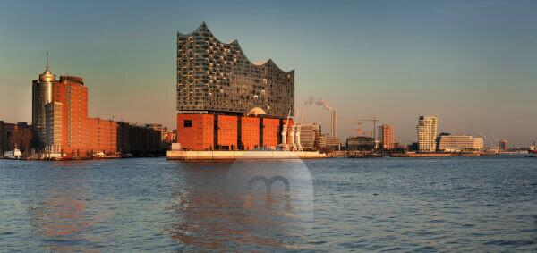 View over the Elbe to the HafenCity with Elbphilharmonie, Marco-Polo-Tower and , Unilever Zentrale, Hamburg, Germany