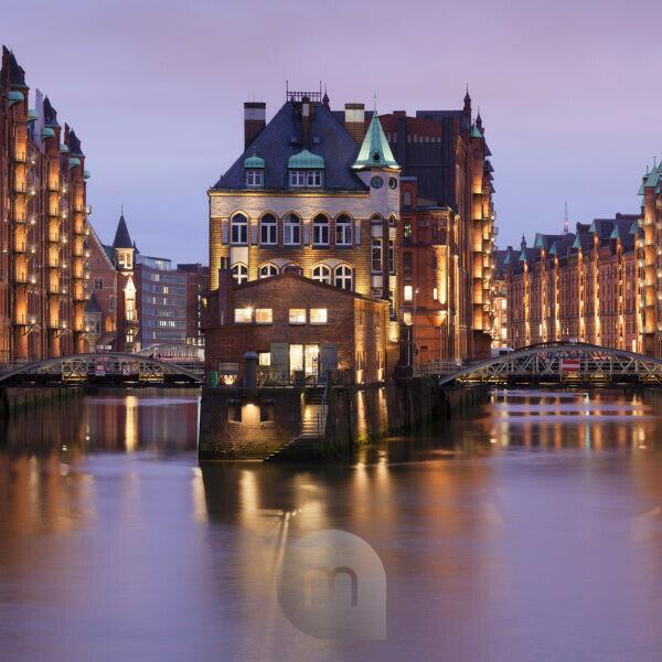 moated castle (Fleetschlösschen) between Holländischbrookfleet and Wandrahmsfleet, Speicherstadt / warehouse district, UNESCO world cultural heritage, Hamburg, Germany