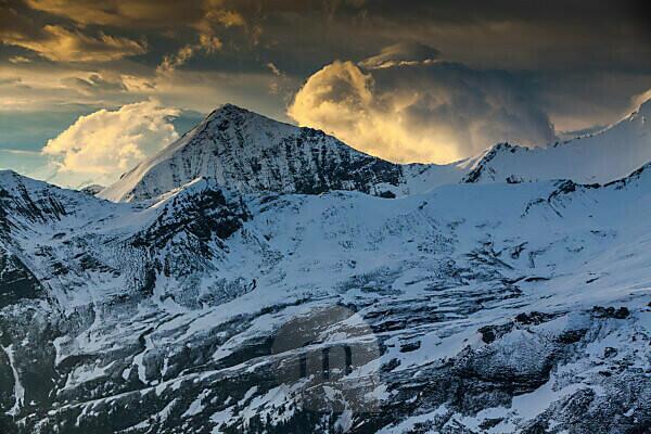 Europe, Austria, National Park Hohe Tauern, Salzburgerland, Grossglockner High Alpine Road, View from Edelweissspitze