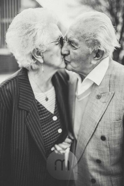 Senior couple, kiss