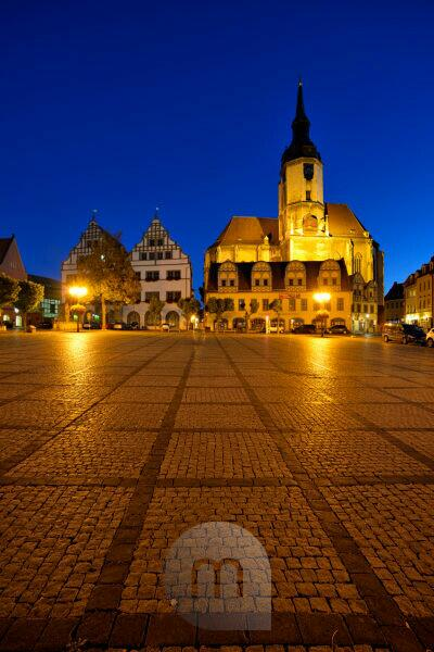 Germany, Saxony-Anhalt, Naumburg, town houses and Wenzelskirche on the marketplace, night photography