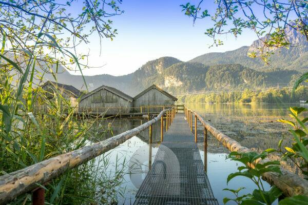 Germany, Bavaria, Bavarian alps, Kochel, morning mood at the Kochelsee with view about the landing stage