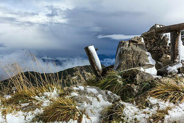 Germany, Bavaria, Bavarian alps, Garmisch-Partenkirchen, autumn on the Weilheimer hut in the Estergebirge
