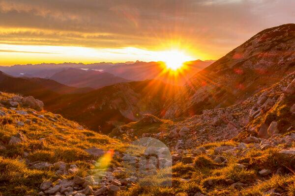 Germany, Bavaria, Bavarian alps, Garmisch-Partenkirchen, sunrise in the Estergebirge