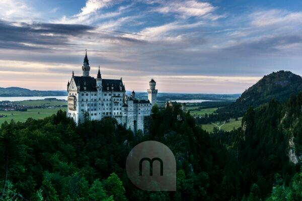 Deutschland, Bayern, Bayerische Alpen, Allgäuer Alpen, Füssen, Abendstimmung am Schloss Neuschwanstein