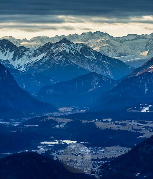 Deutschland, Bayern, Bayerische Alpen, Sonnenaufgang im Karwendel