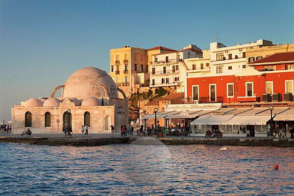 Venezianischer Hafen und Altstadt mit Hassan Pascha Moschee, Chania, Kreta, Griechenland
