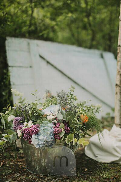 Alternative wedding outside, decoration, flowers