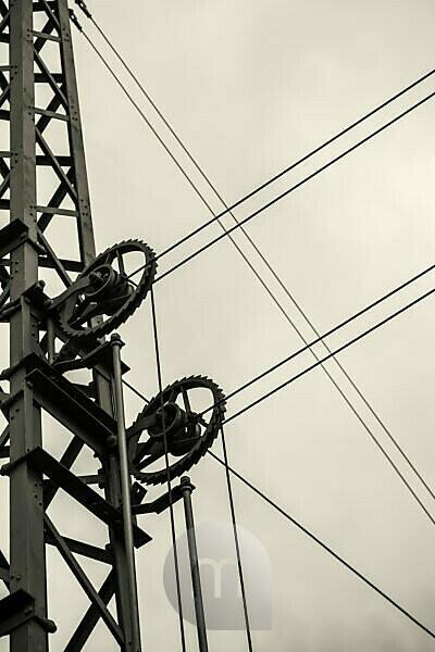 Oberleitung an einer Bahntrasse, Ausschnitt, abstrakt,