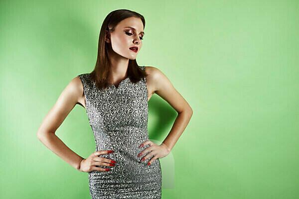 Summer Shooting, young women in dress, pose, studio