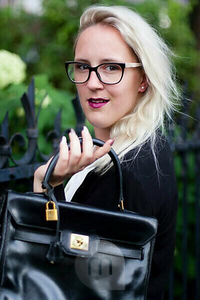 Woman with handbag, Business, outside, Portrait