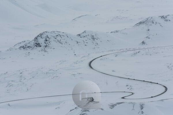 Iceland, bird's eye view, cars on the ring road in the winter
