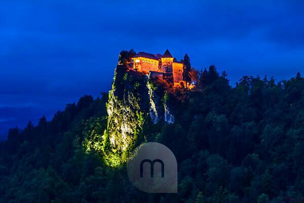 Slowenien, Gorenjska, Oberkrain, Bled, Bleder See, Burg Bled, Blick von Hotel Park