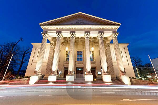 Meininger Staatstheater, Blaue Stunde, Fassade, Meiningen, Thüringen, Deutschland, Europa