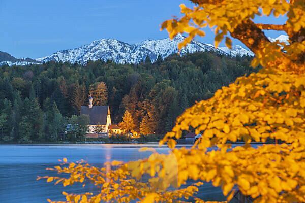 Das Klösterl auf der Halbinsel Zwergern am Walchensee, Kochel am See, Oberbayern, Bayern, Süddeutschland, Deutschland, Europa