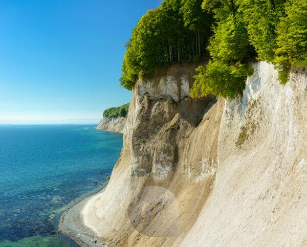 Germany, Mecklenburg-Western Pomerania, Rügen Island, Jasmund National Park, view from the high shore to the chalk cliffs and the Baltic Sea