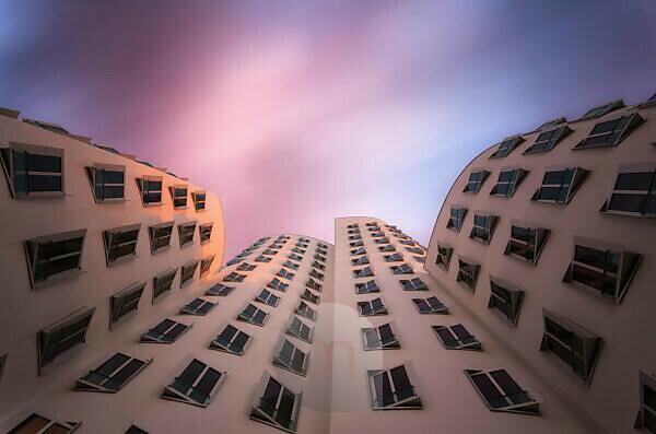 Gehry Gebäude im Abendlicht, Düsseldorf, Medienhafen, Rhein